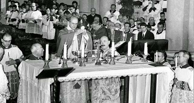 Antipope Paul VI celebrates Mass Neoplasm