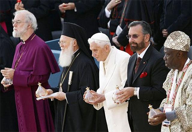 Heretyk antypapież Benedykt XVI przewodniczy bluźnierczemu Asyż III